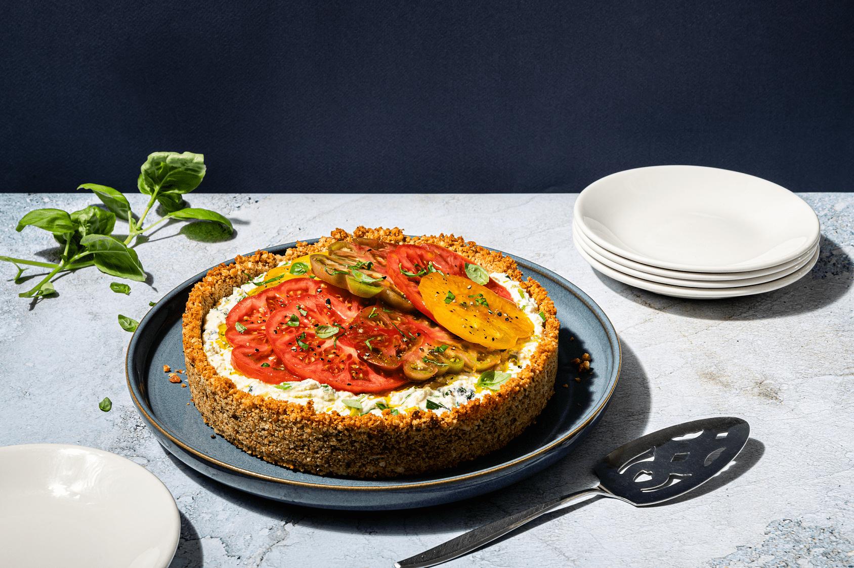 Tarte printanière au fromage et tomates de saison