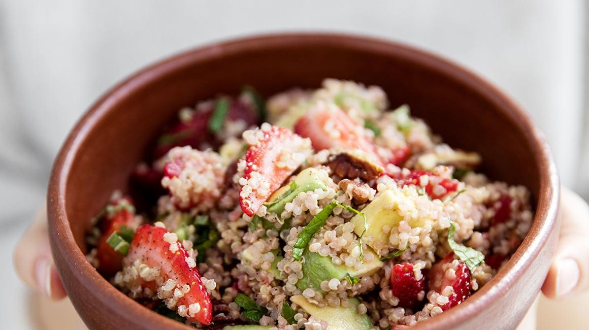 Salade de fraises, menthe, quinoa & avocat de Trois Fois par Jour